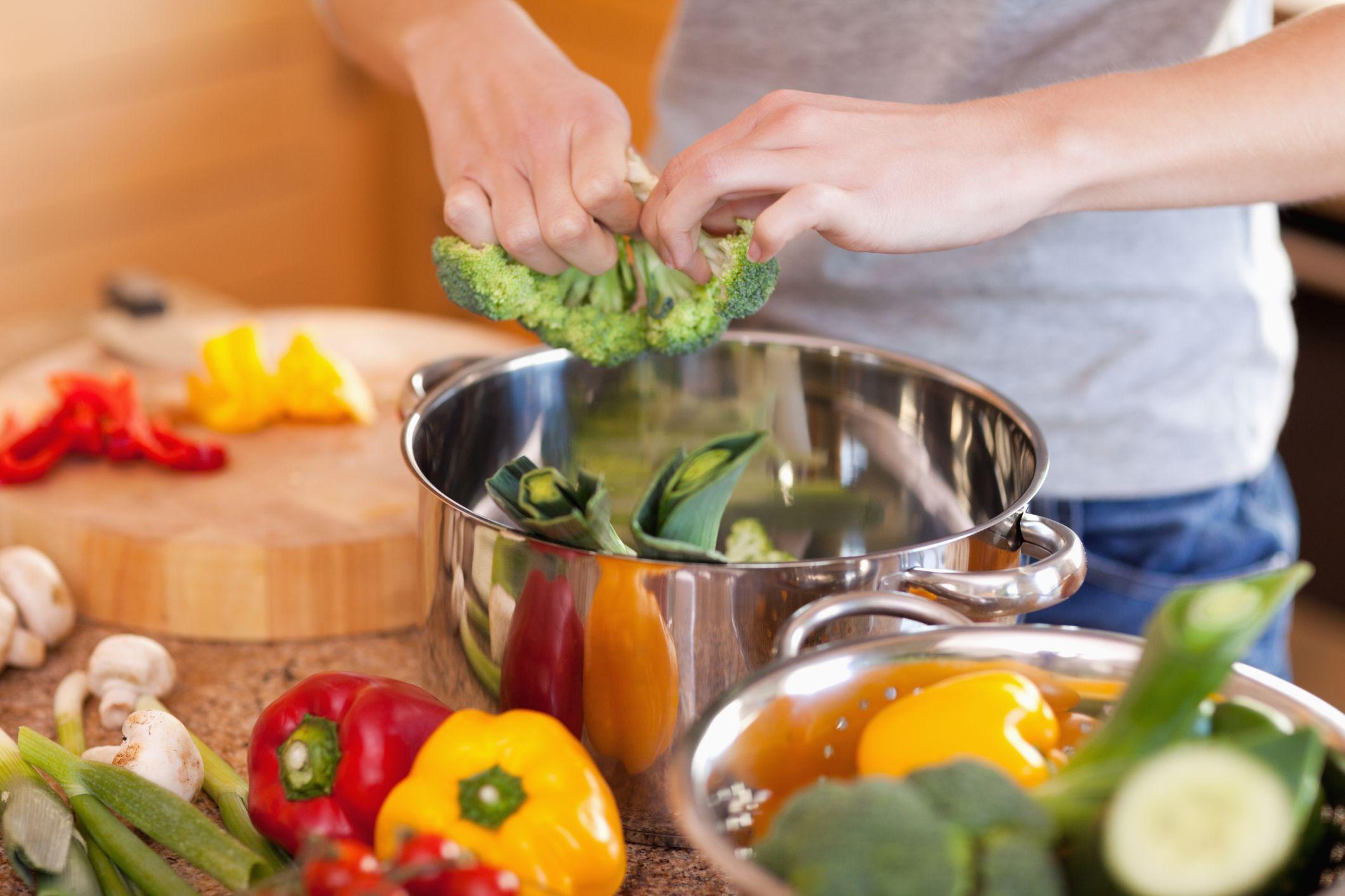 Cum recomandă nutriţioniştii să gătim mâncarea ca să beneficiem de toate proprietăţile nutritive ale alimentelor