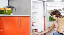 Pericolele nebănuite din frigider. Cum aranjezi alimentele ca să nu te îmbolnăveşti