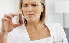 """Adevărul despre tratamentele de substituție hormonală la menopauză. Medic: """"Hormonii mențin tinerețea și protejează împotriva bolilor de inimă"""""""