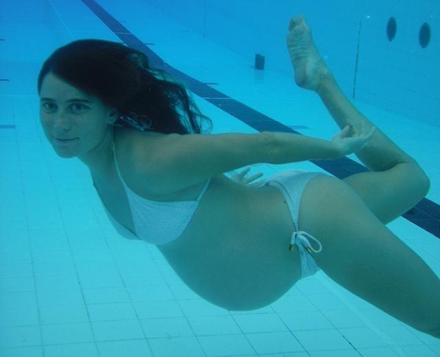 Cinci exerciţii recomandate femeilor însărcinate