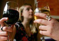 Ce pățești dacă bei vin sau bere seara, înainte de culcare?