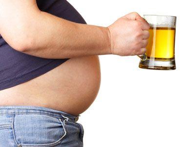 """Cercetătorii danezi au decis: Nu există suficiente dovezi științifice care să asocieze consumul moderat de bere cu apariția """"burții"""""""