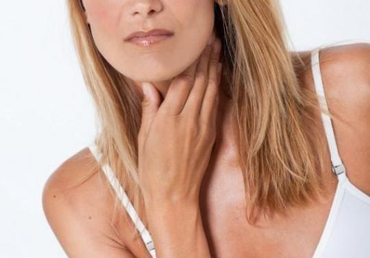 Ce boli semnalează durerile în gât?