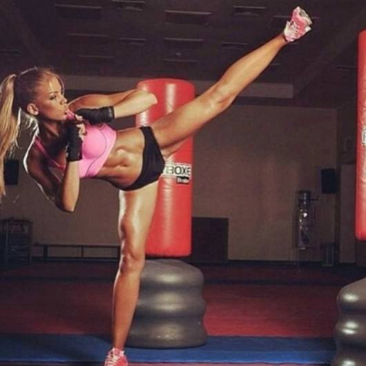 VIDEO Cele mai bune exercitii pentru tonifierea fundului si a picioarelor, de facut acasa
