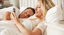 Cuplurile dau SEXUL PE TEHNOLOGIE. De ce ai alege un Smartphone în locul unei PARTIDE SĂLBATICE?