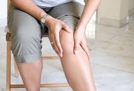 Afecţiunea reumatică de care suferă aproape 200.000 de români