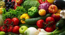 Te tratezi mâncând colorat. Ce boli combateți cu ajutorul alimentelor verzi și roșii?
