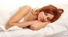 De ce e cel mai bine să dormi pe partea stângă