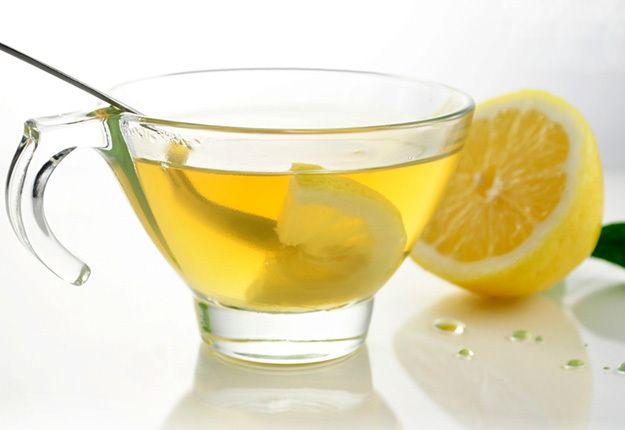 Apa cu lămâie are proprietăți miraculoase. Opt motive pentru care medicii o recomandă