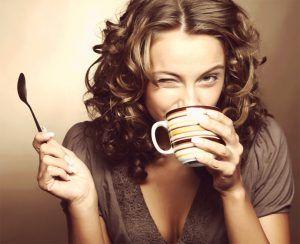 Cinci motive importante să-ți începi ziua cu o ceașcă de cafea