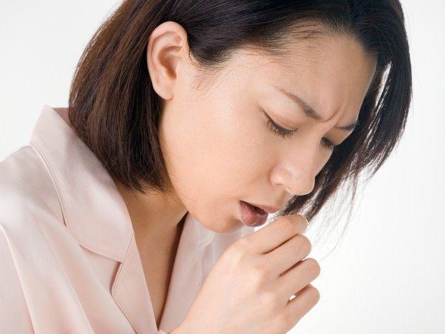 Top 10 întrebări despre cancerul pulmonar, un material esenţial pentru pacienţii cu cancer pulmonar, disponibil la chioşcurile de presă şi online