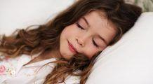 De câte ore de somn au nevoie copiii