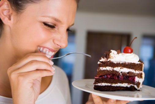 De ce le place femeilor să mănânce dulciuri. Descoperirea ar putea ajuta la prevenirea şi tratarea obezităţii