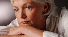 """Șase lucruri despre MENOPAUZĂ pe care să le știe orice FEMEIE. Endocrinolog: """"Trebuie evitat acest aliment"""""""
