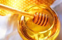 Zece lucruri mai puțin cunoscute despre mierea de albine. Ce efect are asupra femeilor la menopauză?