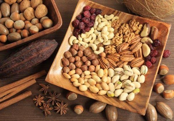 Un pumn de nuci sau alune pe zi poate face minuni pentru sănătate
