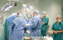 Un medic român a suferit un infarct în timp ce făcea o operație