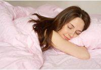 Ce trebuie să faci înainte să te bagi în pat ca să adormi repede și să ai un somn neîntrerupt