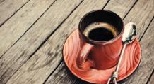 CADE CEL MAI MARE MIT despre cafea. De ce este la fel de SĂNĂTOASĂ ca apa