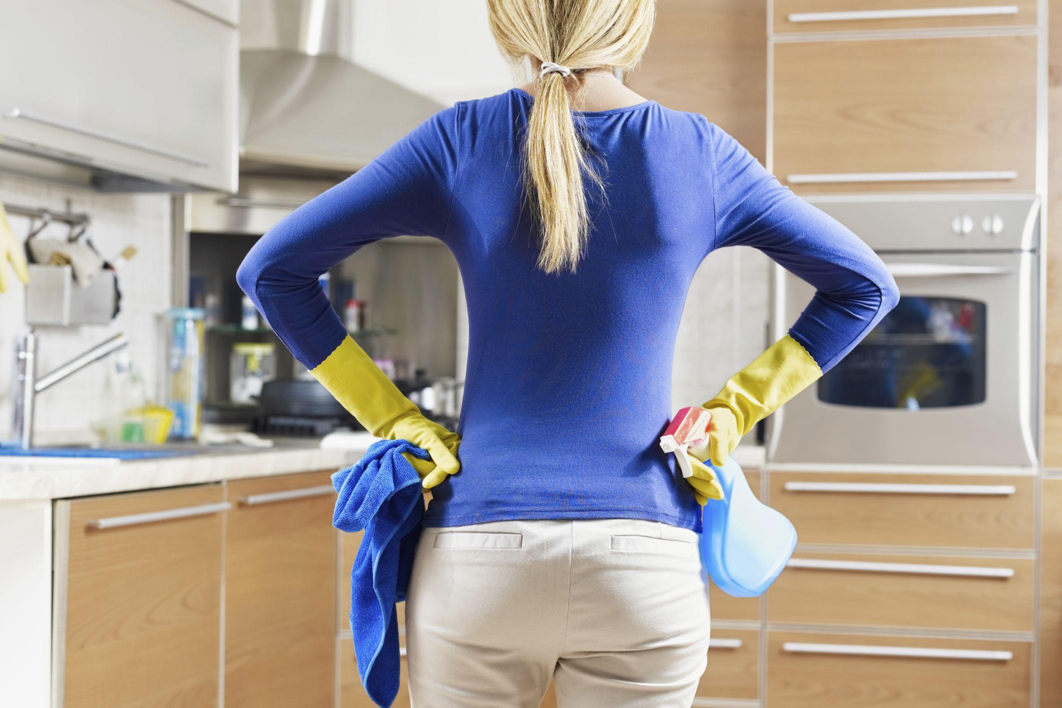 Cât des trebuie să faceți curat în casă dacă vreți să scăpați de microbi și să nu vă îmbolnăviți