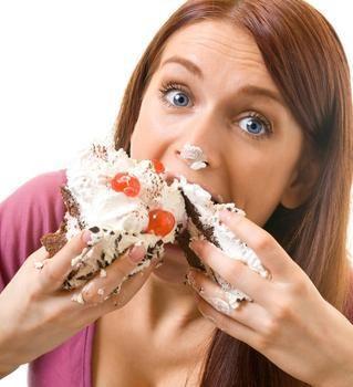 Cum pot fi evitate și combătute problemele digestive care apar din cauza exceselor alimentare