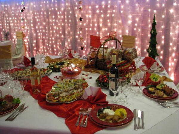 Cum să mănânci la petrecerea de Revelion CA SĂ NU TE ÎNGRAȘI. Un truc simplu te ajută să-ți menții silueta chiar dacă guști din toate bunătățile