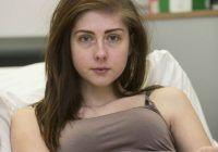 """""""De fiecare dată când mănânc arăt ca o gravidă în nouă luni"""". O adolescentă suferă de o afecțiune rară a stomacului"""