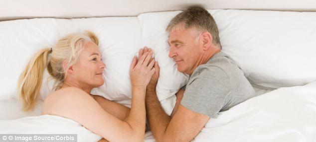 """Medic: """"Relațiile intime sunt un adevărat izvor de tinerețe. Sexul nu e doar pentru tineri. Putem întineri doar practicându-l"""""""