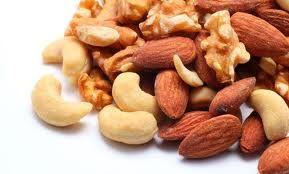 Pentru cei care doresc să îşi ia aportul zilnic de magneziu pe cale naturală, nu din suplimente nutritive, medicii recomandă să consume alimente verzi, cereale integrale, nuci, alune, migdale, usturoi, lămâie, avocado, muşeţel, fasole, mazăre și lactate.