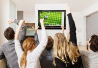 Vești bune pentru leneși! Exercițiile fizice pot fi înlocuite cu statul pe canapea și privitul la televizor