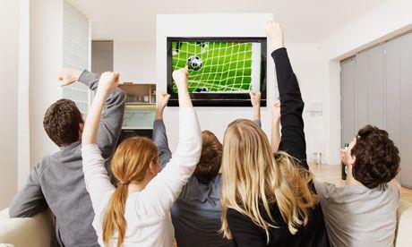 Privitul la televizor dă cancer! Vezi cine e la risc