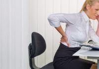 Trucuri ca să preveniți durerile de spate provocate de statul pe scaun