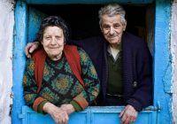 Un ikarian de 98 de ani, împreună cu soția lui