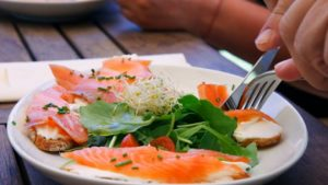 Sase nutrienți de care aveți nevoie dupa 50 de ani
