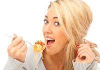 """Nutriționist: """"Nu mai mânca după ce simți că te-ai săturat! Nici măcar o linguriță"""""""
