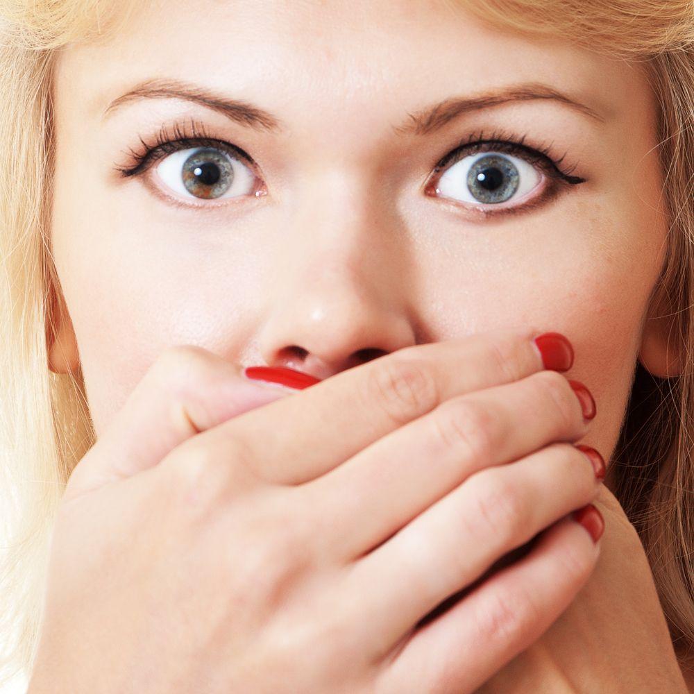 Respirația urât mirositoare: de ce apare și cum scapi de ea?