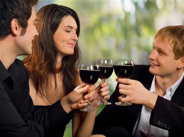 Ce se întâmplă dacă bei un pahar de vin?