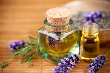De la dureri reumatice la boli de rinichi și de ficat. Ce puteți trata cu ulei esențial de levănțică?