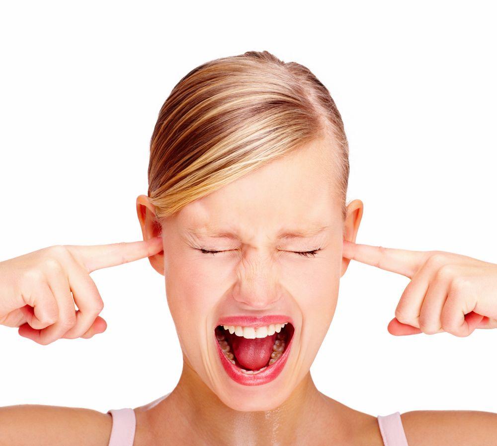 Auzi un țiuit în urechi? Cele mai neobișnuite efecte ale stresului