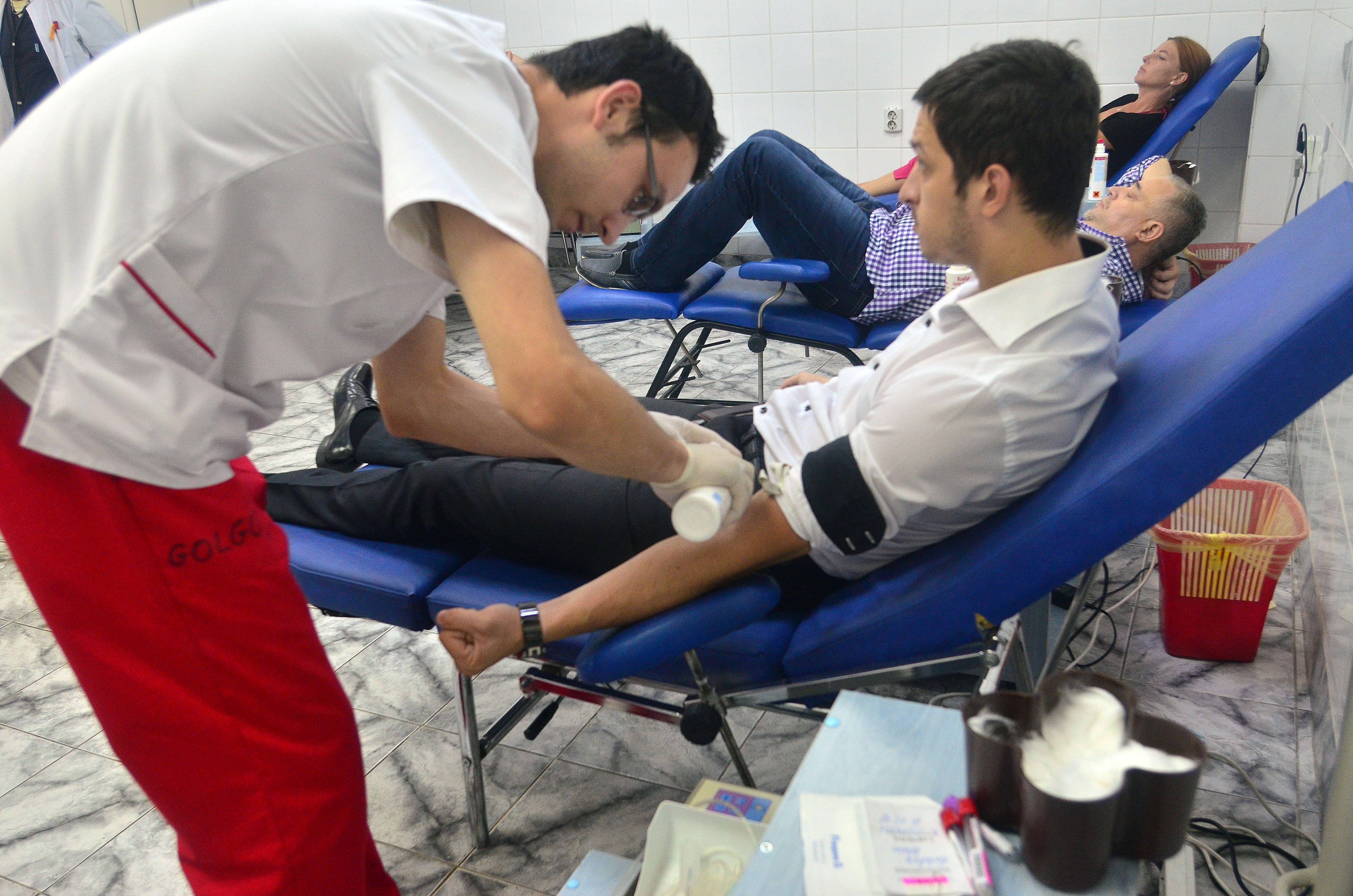 """În căutarea sângelului salvator: """"Vrem donatori tineri sănătoși, armonioși, peste 50 de kg"""""""
