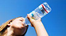 Apa minerală poate agrava anumite boli. Iată în ce situații este contraindicată