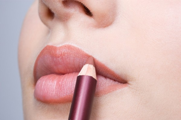 Trucuri pentru conturarea perfectă a buzelor