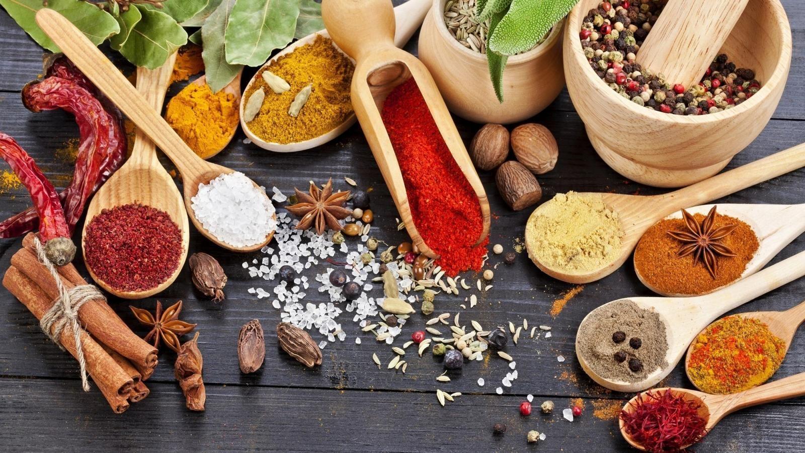 Cele mai sănătoase condimente. Dacă le adăugați în mâncare vă ajută să combateți cancerul și Alzheimerul