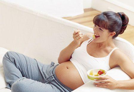 La ce risc își expun bebelușii, femeile care se îngrașă prea mult în timpul sarcinii?