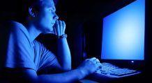 Lumina albastră emisă de telefon sau calculator te poate orbi în timp. Așa te asiguri că ochii tăi sunt protejați și nu ajungi la degenerescență maculară sau cataractă