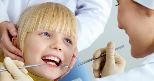 7 sfaturi pentru prima vizita a copilului tau la stomatolog