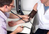 Principalul vinovat al tensiunii arteriale crescute! Greșeala majoră a multor persoane