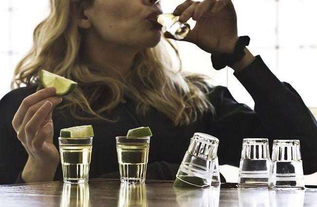 O băutură alcoolică poate preveni obezitatea și diabetul