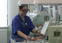 Copiii îngrijiți în maternitățile de top riscă să își piardă viața din cauza lipsurilor