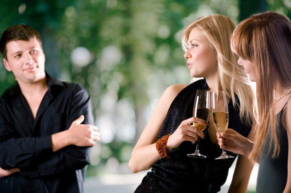 De ce fel de bărbați sunt atrase femeile?